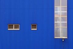Blue Gigant (TablinumCarlson) Tags: leica blue window germany deutschland harbor harbour sca fenster fabrik north fabric nrw hal products blau hafen halle hygiene nordrheinwestfalen rheinland neuss dlux rhinewestphalia binnenhafen gmbh novesia scahygieneproducts dlux6 floshafenstrasse