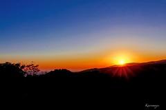 E'amore per te !...  Come il sole sale sale e poi va giù....e cosi vicino il blu (kiareimages1) Tags: calabria tiriolo italia sunsets tramonti coucherdesoleil atardeceres ciel cielo sky paysages paesaggi landscapes soleil sole sun images immagini imagery imagenes colori colors couleurs colores tirioloterradeiduemari