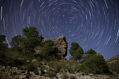 Roca polar (Antonio Martnez Toms) Tags: noche nocturna startrails circumpolar trazas estrellapolar