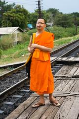 L'attesa (piper969) Tags: portrait people orange station train thailand monk monaco stazione thailandia ritratto treno arancione ayutthaya binari