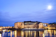 Stockholms Parliament building illuminated at night (MyLifesATrip) Tags: longexposure night sweden stockholm nightshooting jenpollackbianco