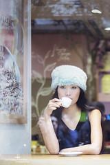 Un caf? (Carmen Hache) Tags: madrid caf modelo taller desayuno cafetera huertas luznatural