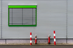 Green And Red (Wolf_man.Jack) Tags: windows red urban green window lines outdoor minimalism linien minimalismus
