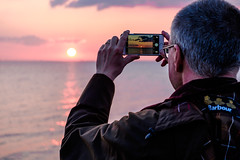 Shooting Sunset (Håkan Dahlström) Tags: pink sunset sea sky people sun clouds photography se skåne photographer sweden f45 cropped malmö iphone öresund 2016 limhamn skånelän xe2 xc50230mmf4567ois ¹⁄₁₂₀sek 8316042016200739