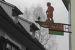 Schild Gasthaus zum Kreuz (jmw_ger) Tags: schild schwarzweiss colorkeying