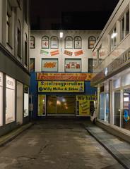 Spielzeugparadies (Scoobay) Tags: street night toys store nacht schaufenster laden nrw wuppertal spielzeug roco rumungsverkauf faller spielzeugladen strase