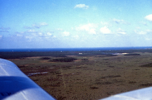 "Bahamas 1989 (401) Flug nach Abaco • <a style=""font-size:0.8em;"" href=""http://www.flickr.com/photos/69570948@N04/24403634369/"" target=""_blank"">View on Flickr</a>"