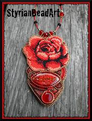 Rosenrot (Perlenzauberin) Tags: handmade beadwork beadembroidery handwerkskunst perlenstickerei