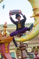 Mickey's Soundsational Parade (jodykatin) Tags: disneyland concertina chimneysweep soundsational mickeyssoundsationalparade