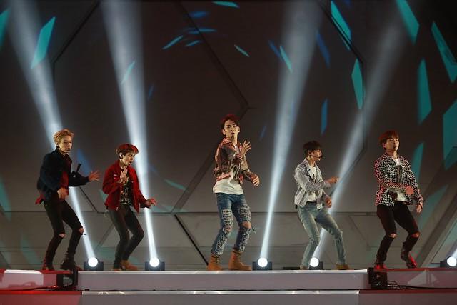 160329 SHINee @ 2016 KU Asia Music Awards' 25588840864_62b87305a0_z