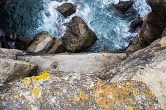 Mirar el Mar (Look at the Sea)2 (Dibus y Deabus) Tags: sea españa costa canon coast mar spain rocks gijón asturias gijon rocas 6d
