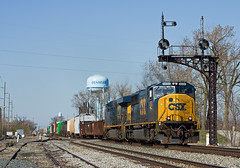 CSXT 4534, CSX Toledo Subdivision, Deshler, Ohio (monon738) Tags: railroad ohio train pentax engine railway signals locomotive unit csx freighttrain railfanning csxt diesellocomotive csxtransportation sd70mac henrycounty electromotivedivision emdsd70mac manifesttrain smcpda50135mmf28edifsdm cantileversignal cplsignals deshlerohio csx4534 bosignals csxtoledosubdivision k5iis csxq511