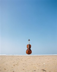 Photo of Sometimes, your cello just needs a bit of peace and quiet on the beach. . Polzeath Beach, Cornwall �~~~~� #JayEmmePhotography #Cello #Cellist #Music #Musician #Beach #Art #FilmShooter #FilmShooters #FilmCommunity #FilmIsNotDead #FINDinABox #FIND #Carmenci