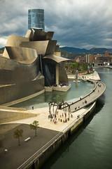 Mam y el Guggenheim. (franysuviola) Tags: city urban espaa ciudad mama bilbao escultura louise guggenheim bourgeois araa vasco pais norte ra