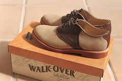 Walk Over (Steph Blin) Tags: classic feet us shoes box pieds chaussures bote since1758
