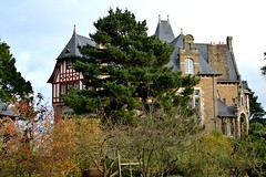 DSC_6716 (Chris3556) Tags: restaurant façade arbustes faade châteauricheux ch‰teauricheux saintmžloiredesondes saintméloiredesondes