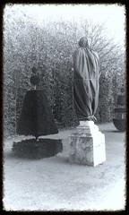 Oeuvre cache - Chateau de Versailles (jeanlauretpictures) Tags: trees sculpture paris france castle statue stone pierre jardin arbres versailles historical chateau parc oeuvre gardener lenotre historique chateaudeversailles jardinier