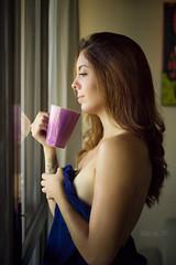 Lorena (Natasha Lopes.) Tags: woman beautiful ensaio gente mulher beleza fotografia reflexo caneca interno culos sensation sentimento delicadeza sensao phtotography