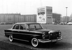Leipziger Frhjahrsmesse 1961 - Am Roplatz (Corno3) Tags: auto de deutschland mercedes leipzig sachsen ddr werbung messe 1961 frhjahr leuna rosplatz