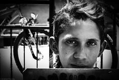 Street Portrait. (Jonathan Prüssing) Tags: chile leica santiago bw byn downtown gente retrato homeless fotografia m9 monocromático profundidad miedos penetrante colmax jdspphotography clonixinato