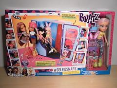 Bratz #SelfieSnaps Photobooth Playset With Exclusive Cloe (Bratzshadi18) Tags: photobooth with release exclusive playset bratz cloe 2015 selfiesnaps