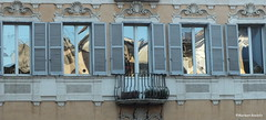 windows with a view (phacelias) Tags: city windows sun rome roma reflections facades ramen sole zon stad citt riflesso finestre weerspiegeling gevel facciata