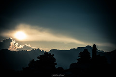 Ultime Lueur (Frdric Fossard) Tags: montagne alpes soleil lumire horizon paysage soir crpuscule calme coucherdesoleil clart hautesavoie kairn lueur crtes luminosit artes