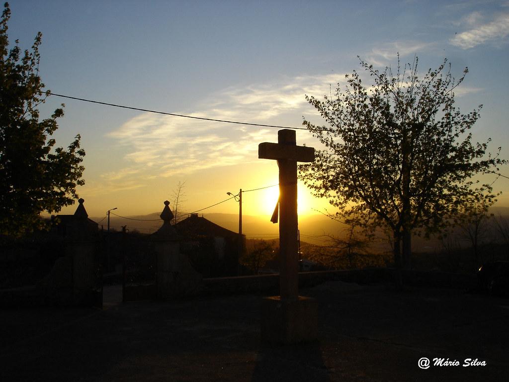 Águas Frias (Chaves) - ... pôr do sol  ... no adro da igreja ...