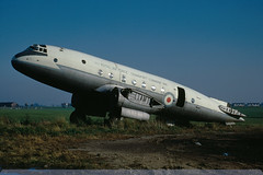 TG501 - Hastings C.1 - Royal Air Force - Manston - 24 October 71 (THE Graf Zeppelin) Tags: manston handleypage royalairforce wrecksandrelics 19711024 hastingsc1 tg501