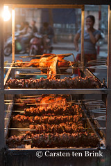 Roast (10b travelling / Carsten ten Brink) Tags: food lake chicken asian asia asien southeastasia vietnamese capital spit meat roast vietnam asie hanoi indochine indochina 2015 trucbach otherkeywords tenbrink carstentenbrink genericplaces iptcbasic 10btravelling