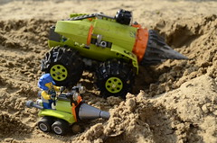 Look Daddy! I dig it too! (Ddke) Tags: power lego mini thunder drill miners driller