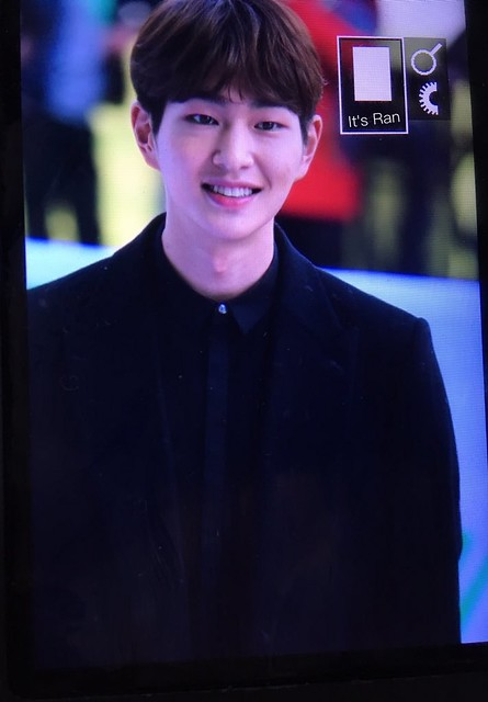 160328 Onew @ '23rd East Billboard Music Awards' 26038570911_a3ea539a12_z