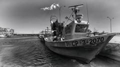 Descanso en puerto (candi...) Tags: blackandwhite puerto mar barcos pueblo bn cielo nubes pesca ametllademar sonya77