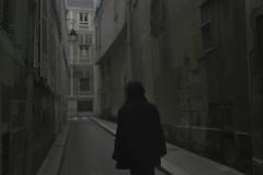 L'antihros (Christine Francou) Tags: paris canon 50mm 18 exterieur
