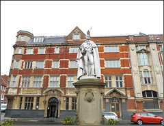 City Hotel in Hull .. (** Janets Photos **) Tags: uk architecture buildings stonework cityhotel statures hullcitycentres