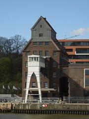Lager (eckbert.sachse) Tags: river deutschland spring hamburg april elbe frhling hansestadt velgnne 2016 oevelgnne flus hansatown