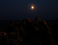 Cap d'Antibes, Antibes (LoLoLbX) Tags: longexposure sea mer moon night lune nuit antibes capdantibes