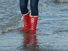 Beach (willi2qwert) Tags: beach water girl strand women wasser wave wellies rubberboots gummistiefel wellingtons gumboots rainboots regenstiefel
