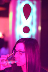 Almu en Menta (Kevin_Laden) Tags: fiesta gente retrato interior rosa sala festa magdalena vaso calor bebida columna castelln menta discoteca nen castell ojete exclamacin microclub viejoven magdalena2016