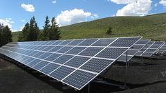 Anglų lietuvių žodynas. Žodis solar array reiškia saulės baterijų lietuviškai.
