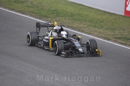 Kevin Magnussen in his Renault during Formula One Winter Testing 2016