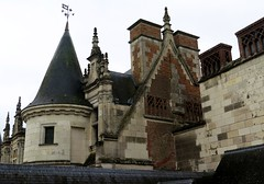 Amboise castle (tpwers, chimneys and roof details) (Sokleine) Tags: france castle heritage history palace 37 schloss loirevalley mn château renaissance amboise indreetloire centrevaldeloire monumenthistorique frenchheritage