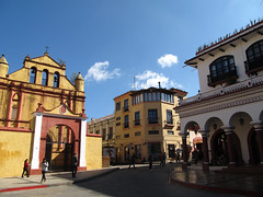 """San Cristóbal de las Casas: les alentours de la Plaza 31 de Mayo <a style=""""margin-left:10px; font-size:0.8em;"""" href=""""http://www.flickr.com/photos/127723101@N04/25347086180/"""" target=""""_blank"""">@flickr</a>"""