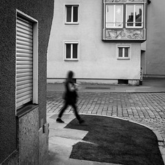 095/366 - Bewegungsunschrfe / Motion blur (Boris Thaser) Tags: street city people blackandwhite bw motion blur architecture facade project germany walking bayern deutschland bavaria movement blurry flickr dynamic adult fuzzy candid streetphotography pedestrian blurred scene 11 menschen explore motionblur stadt creativecommons photoaday bewegung architektur sw 365 unposed unscharf projekt augsburg fassade tog gehen pictureaday passant strolling bewegungsunschrfe verschwommen szene spazieren 366 ungestellt unschrfe schwarzweis project365 strase unklar flanieren schlendern dynamisch project366 erwachsener fusgnger strasenfotografie streettog fujifilmxt1 fujixt1 zweisichtde zweisichtig