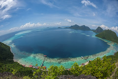 Heaven on earth (zakies) Tags: water nikon marine asia peak fisheye adventure clear malaysia borneo motivation sabah asea semporna borneomalaysia maiga boheydulang tunsakaranmarinepark omadal zakiesphotography mohdzakishamsudin sabahsunrise borneolanscape