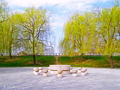 (Alin B.) Tags: park spring romania brancusi parc primavara tableofsilence masatacerii tgjiu alinbrotea