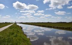 Fietspad en vaart Oude AEnabij Winsum (Gr.) (Maarten Kroon) Tags: holland dutch thenetherlands wolken kanaal groningen vaart spiegeling