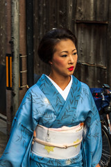 Geisha/Maiko, Gion, Kyoto (basti_m28) Tags: japan kyoto maiko geisha gion camera:make=canon exif:make=canon geo:country=japan geo:city=kyoto geostate exif:lens=18200mm exif:focallength=42mm exif:aperture=ƒ45 camera:model=canoneos600d exif:model=canoneos600d exif:isospeed=100 geo:location=geishamaikogion geo:lon=13577501388889 geo:lat=35003397222222