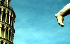 Kick the tower (AlessandroDM) Tags: torre kick pisa calcio leaningtowerofpisa