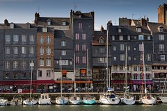 Honfleur, Calvados, Normandie, France, 2016 (Photox0906) Tags: houses windows sea sky mer france water port buildings boats grey gris harbor frankreich eau europa europe maisons bateaux ciel normandie honfleur slate masts normandy francia quai ardoise calvados faade peer voilier fentres alignment alignement sailingboat frontage mts immeubles
